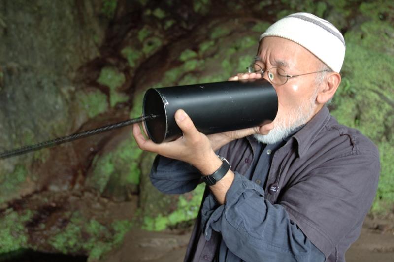 Akio Suzuki @ Smoo Cave [Photo by Keiko Yoshida]